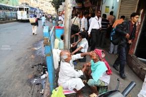 Shave your beard on the go - Kolkata street photography